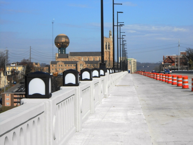 Looking down Henley Street bridge toward town.