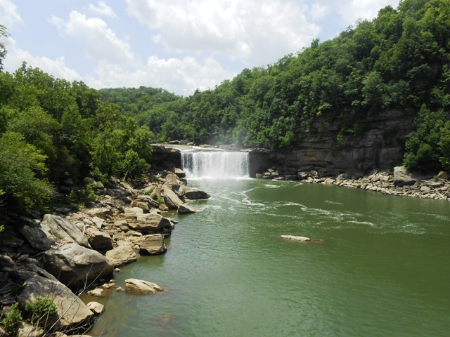 Long view of the falls.