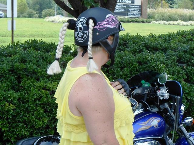 Love the helmet decoration!