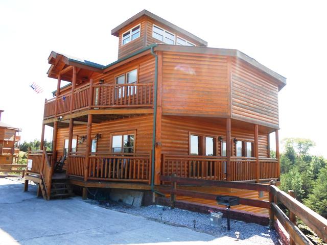 Cool cabin in Kodak.