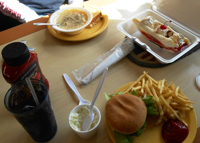The food is DELICIOUS! We highly recommend The Burger Hut in Whitley City, KY.