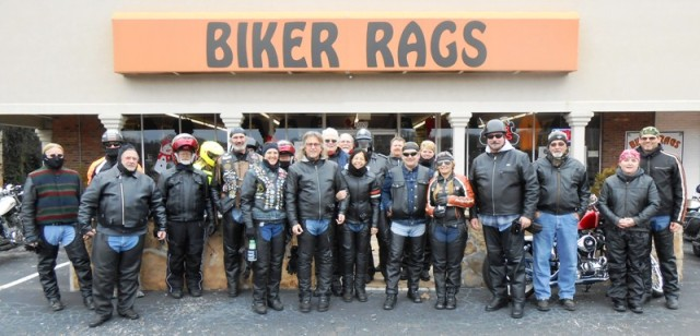 The entire group of riders. Yay!