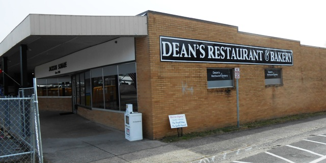 Our lunch destination was Dean's Restaurant and Bakery in Jackson Square, just a few steps away from the Oak Ridge Play House.