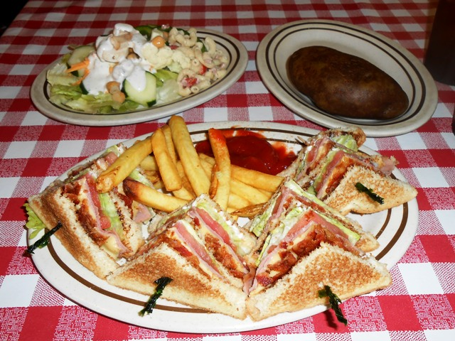 Jeff ordered a club sandwich and I had the salad bar. YUM!