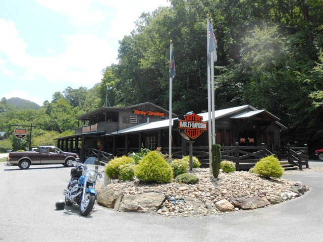 We stopped at the Harley shop in Tellico Plains for a short break.