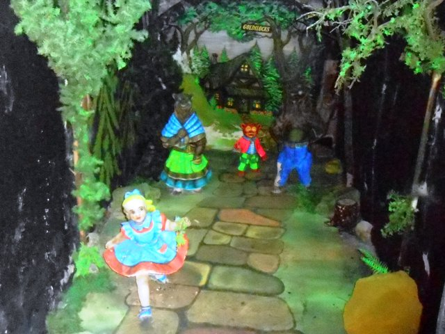 One of the many dioramas inside Fairyland Caverns.