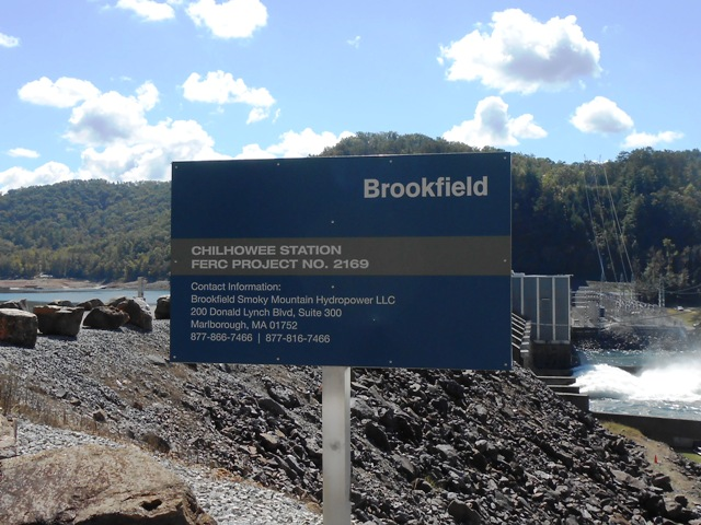 Sign on top of the dam.