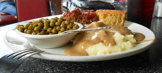 Meatloaf, potatoes, peas... YUM!
