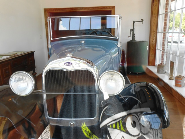 A nice historic car inside the building. Wow!